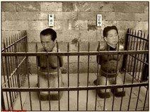 菅直人と仙谷由人、外患誘致罪で逮捕の図